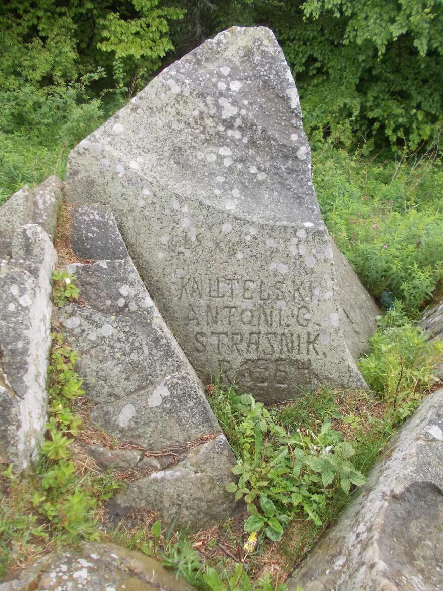 Knutelski Antoni G. Strasnik rok 1964 głoszą napisy na skale