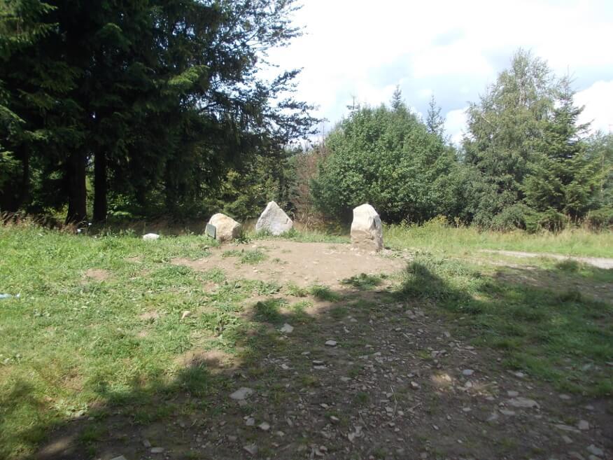 Trzy kamienie