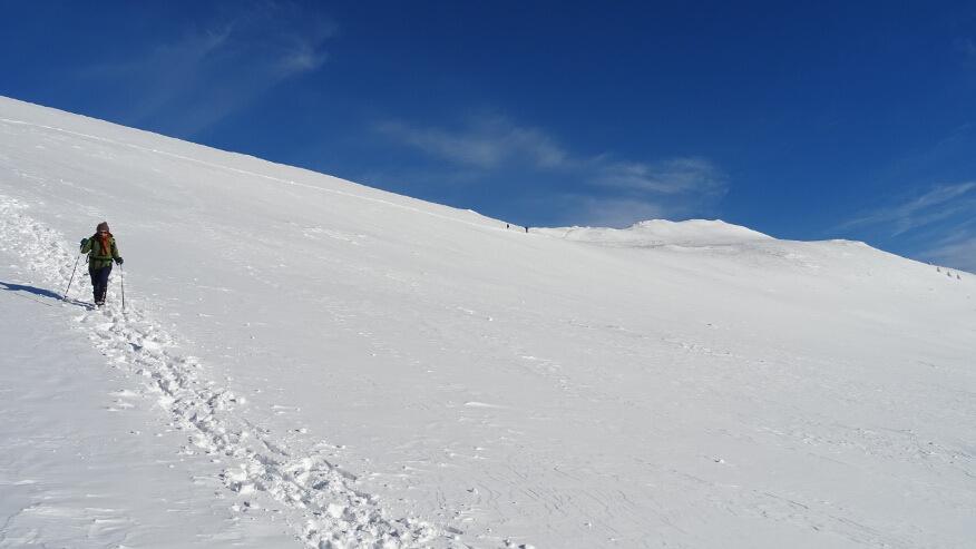 Zejście po wielkim polu śnieżnym