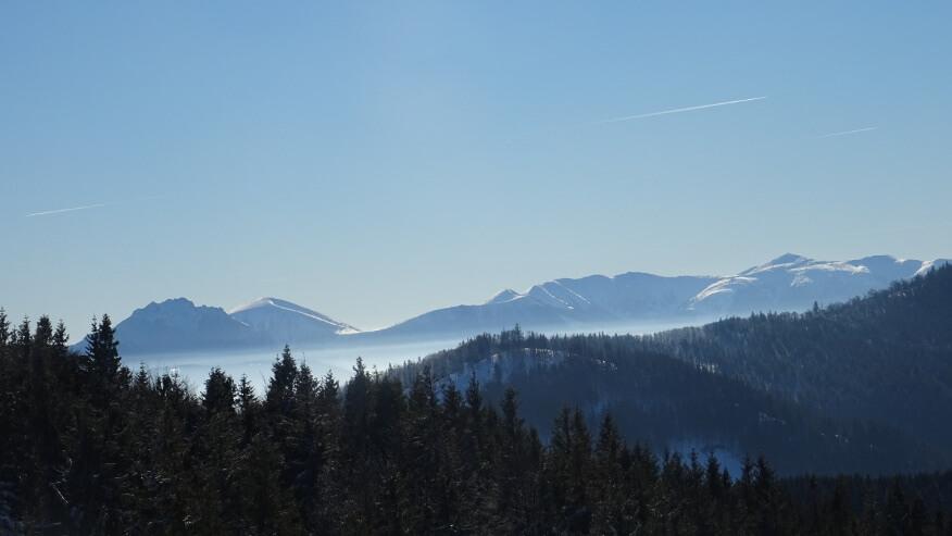 Widok z Bendoszki Wielkiej na Małą Fatrę