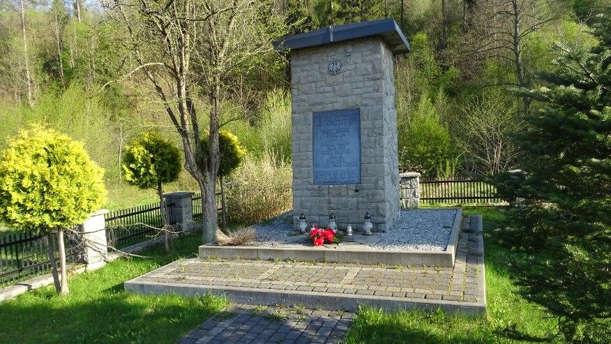 Pomnik w Kamesznicy