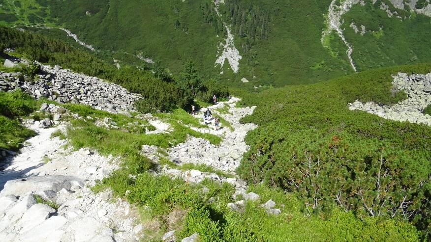 Podejście czarnym szlakiem z Doliny Roztoki