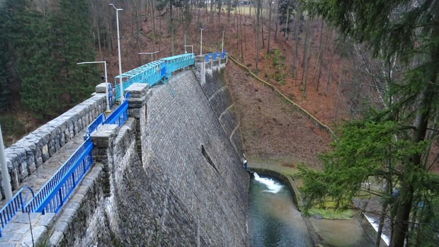Zapora wodna w Międzygórzu