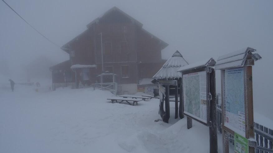 Zamglone schronisko na Hali pod Śnieżnikiem
