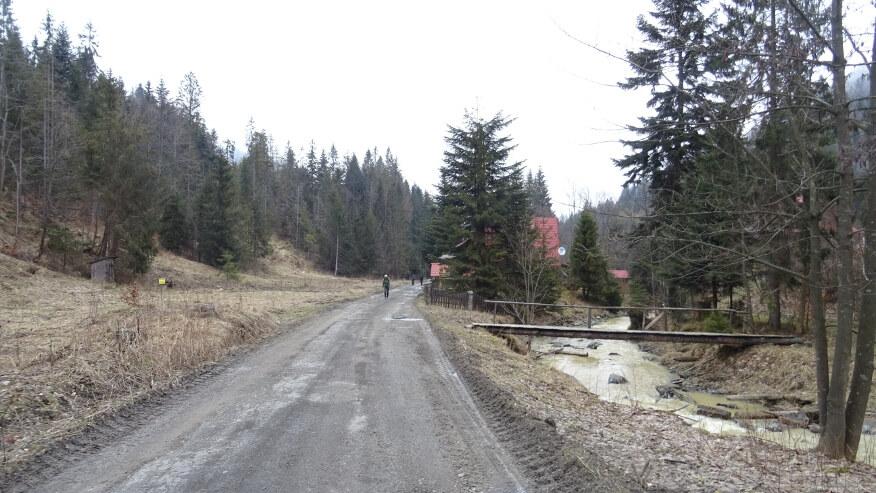 Ekipa na drogowym zielonym szlaku