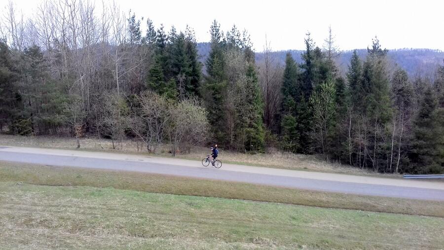 Tomek na rowerze