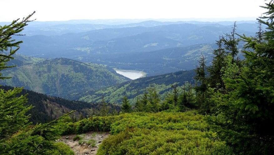 Zbiornik wodny Šance pośród gór
