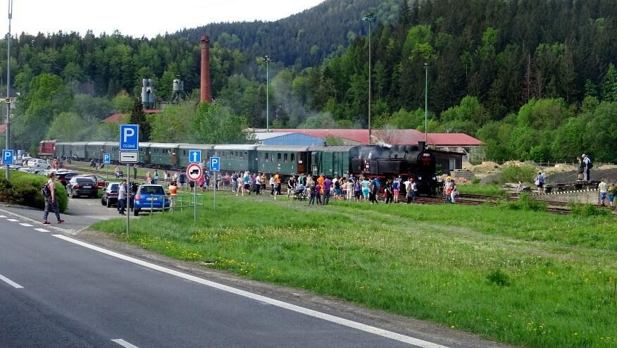 Ciuchcia na stacji w Ostrawicy