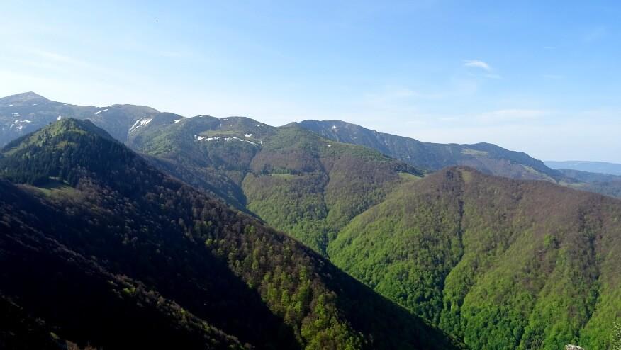 Widoki z Baraniarek na najwyższe pasmo Małej Fatry