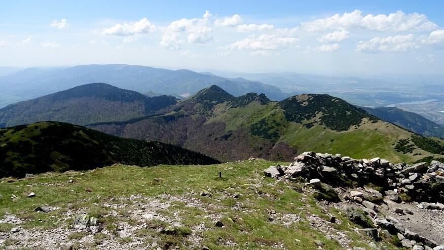 Kľačianska Magura, Suchý, Biele skaly, Stratenec, a z tyłu Veľká lúka