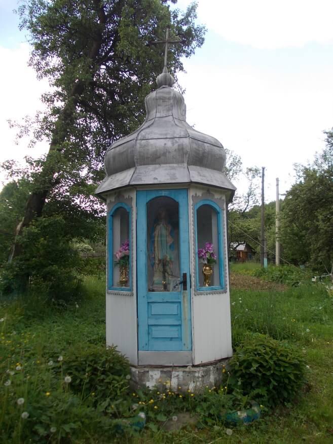 Jedna z wielu ogrodowych kapliczek
