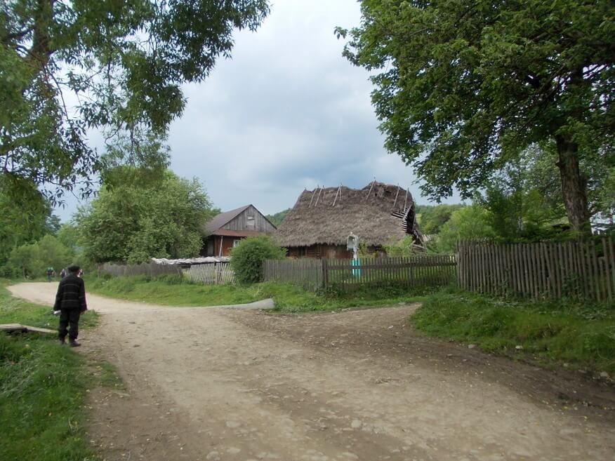 "Główna ""ulica"" Libuchory"