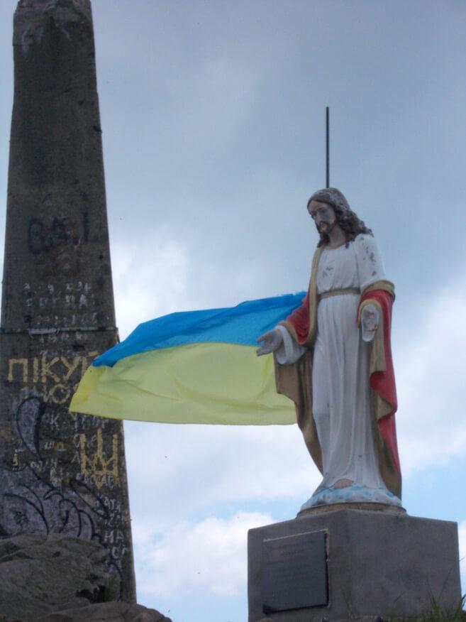 Figurka Jezusa na szczycie Pikuja