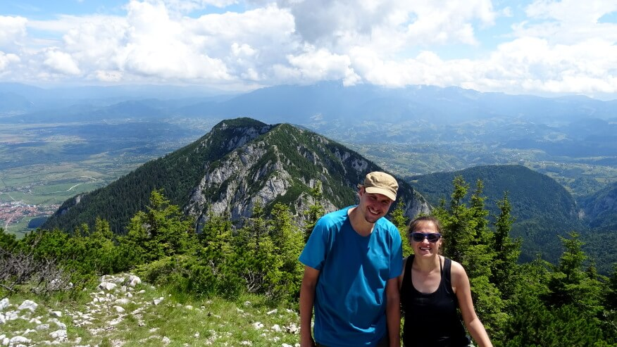 My na szczycie w tle z Piatra Mică