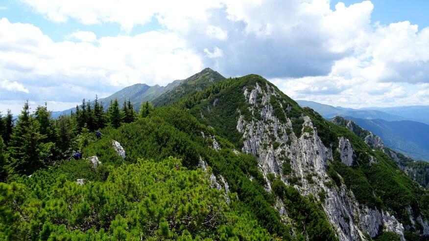 Grań w kierunku Șaua Padinei Închise (przełęcz)