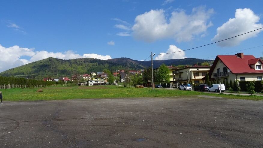 Widok z cmentarnego parkingu na Lubogoszcza