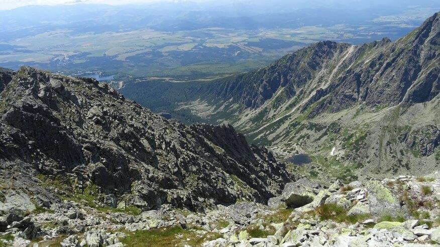 Pośrednia Baszta na tle Doliny Młynickiej