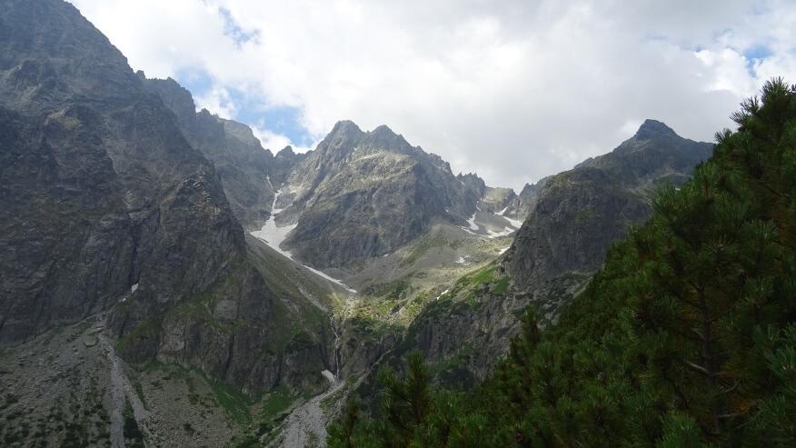 Durne Szczyty górujące nad Doliną Dziką