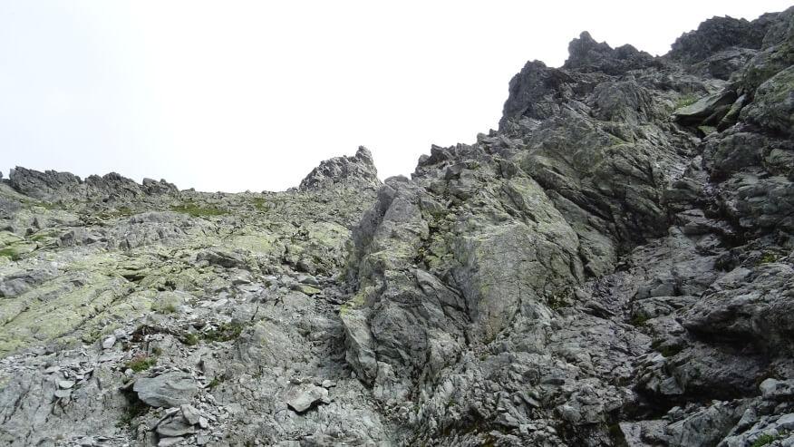 Żleb wyprowadzający na przełęcz pod Niżnimi Rysami