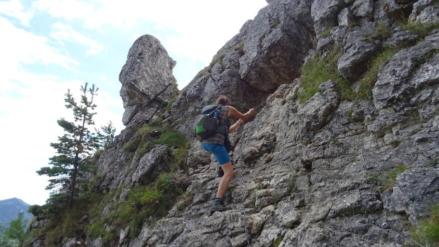 Wspinaczka Asi do skalnego okna