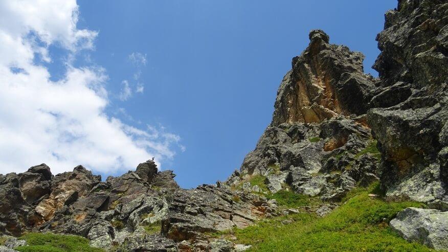 Takie tam formacje skalne :-) (wprawne oko wypatrzy i człowieka na skale)