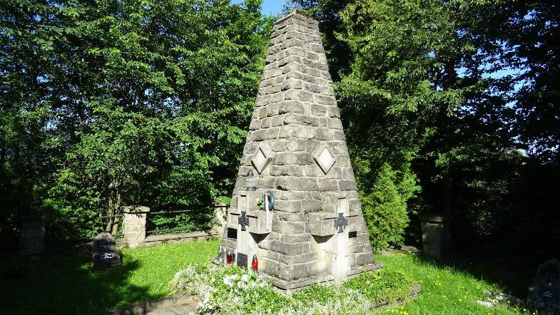 Obelisk na cmentarzu wojennym