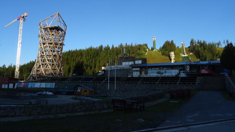 Kontrowersyjna wieża i skocznie w Szczyrbskim Jeziorze