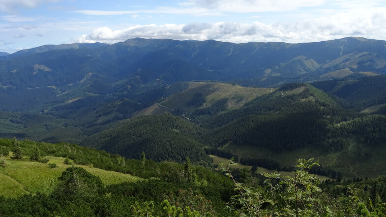 Widok na Grań Główną Tatr Niżnych